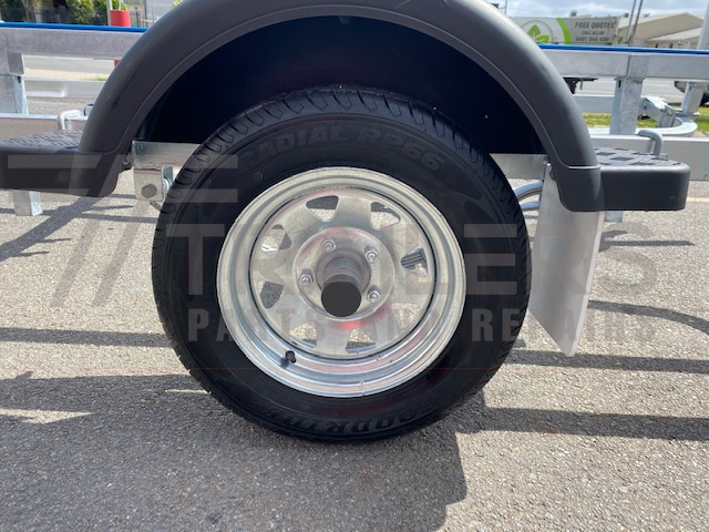 4.8m Wobble Roller Boat Trailer rated at 750kg